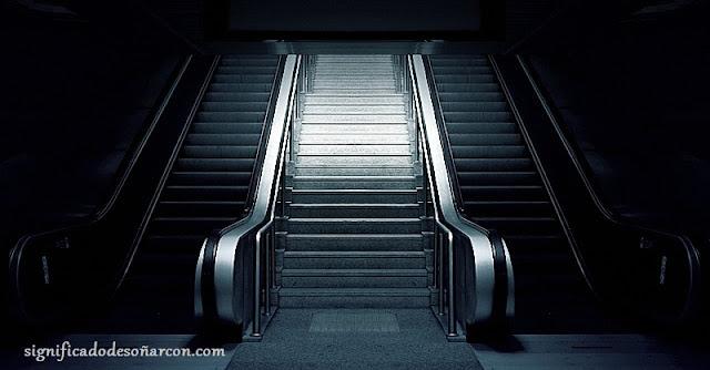 Significa soñar con escaleras