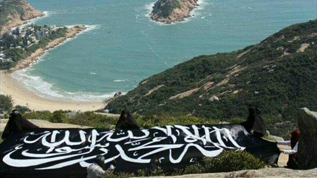 Ar-Rayah Raksasa Berkibar di Dragons Back Hong Kong
