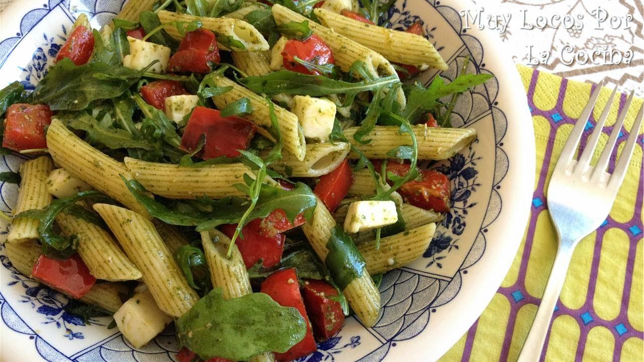 Ensalada de Pasta, Mozzarella, Pimiento y Rúcula con Pesto de Albahaca