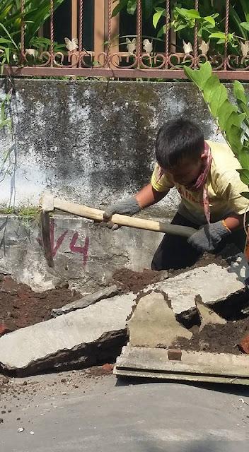 Demi Sang Ibu, Bocah Berumur 9 Tahun Ini Jadi Buruh Bangunan