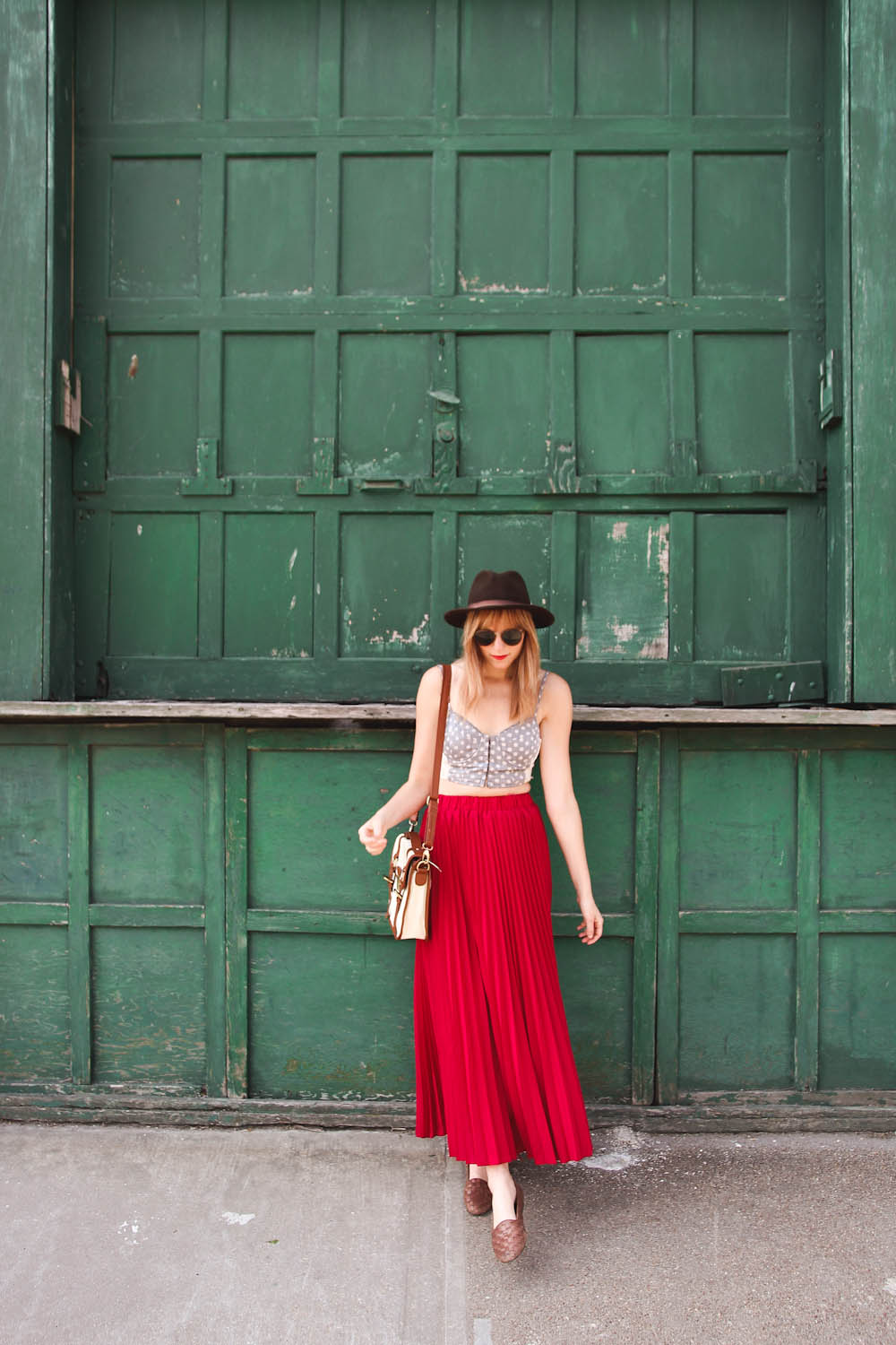 nyc vintage blog, nyc fashion blogger, nyc fashion blog, red maxi skirt, chicwish maxi skirt, long beach new york, long beach boardwalk