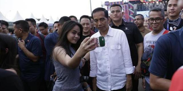 Viral Video Jokowi Bingung Soal Guru Honorer, Demokrat: Begini Mau Didukung 2 Periode