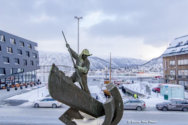 Monumento al cazador ártico, Tromsø - Noruega, por El Guisante Verde Project