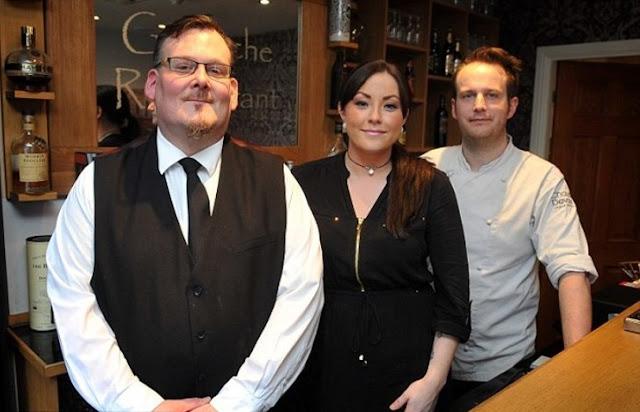 Restaurant responde brillantemente a cliente que discriminó a camarero autista