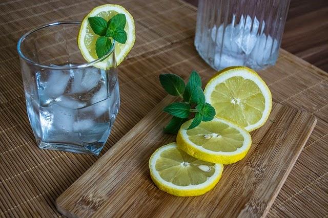 El limon se utiliza para elaborar postres en la cocina de la abuela