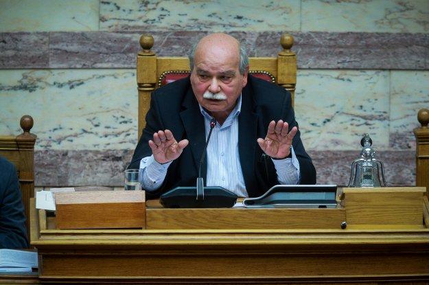 Με αλχημείες ο ΣΥΡΙΖΑ επιχειρεί να δεσμεύσει την επόμενη Βουλή για την αναθεώρηση