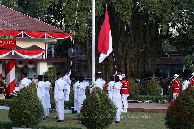 Paskibraka Trenggalek Kembali Sukses Turunkan Bendera Merah-Putih