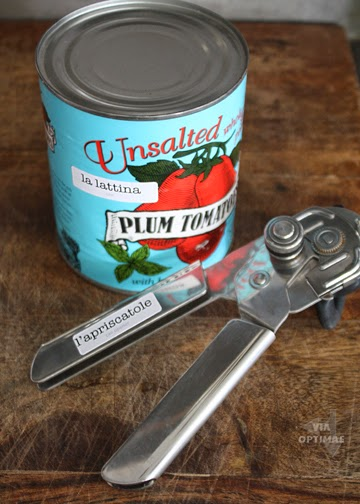 Etichette from Via Optimae: la lattina - can, l'apriscatole - can opener;  subscribe to get your own free printable label pages: http://www.viaoptimae.com/2014/07/italian-immersion-nella-cucina.html