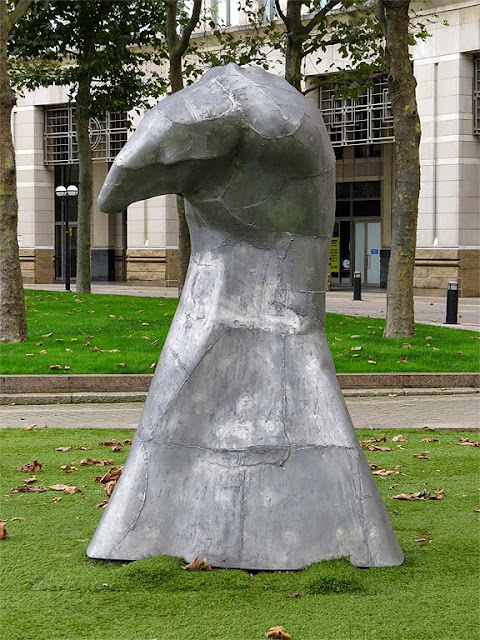 Avatar by Robert Worley, Westferry Circus, Canary Wharf, London