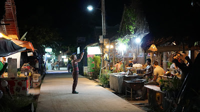 Koh Lipe has some really fancy restaurants, the majority of them serve seafood and are really overpriced. Too bad quite a number of them are closed during low season
