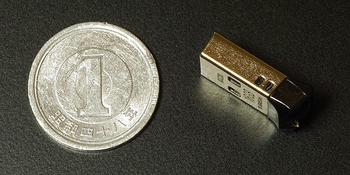 サンディスク・Cruzer Fitと一円玉の大きさを比較