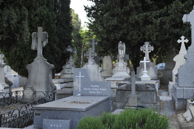 limpieza mantenimiento sepulturas panteones Sevilla