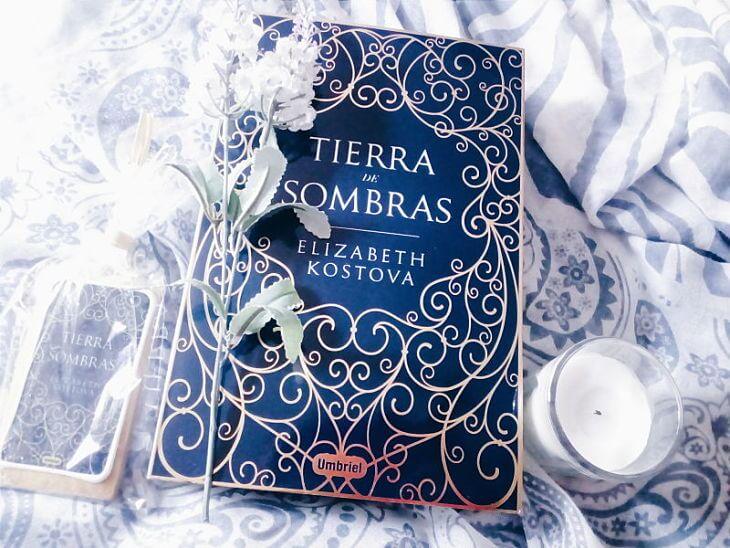 Foto del libro Tierra de sombras de la autora Elizabeth Kostova