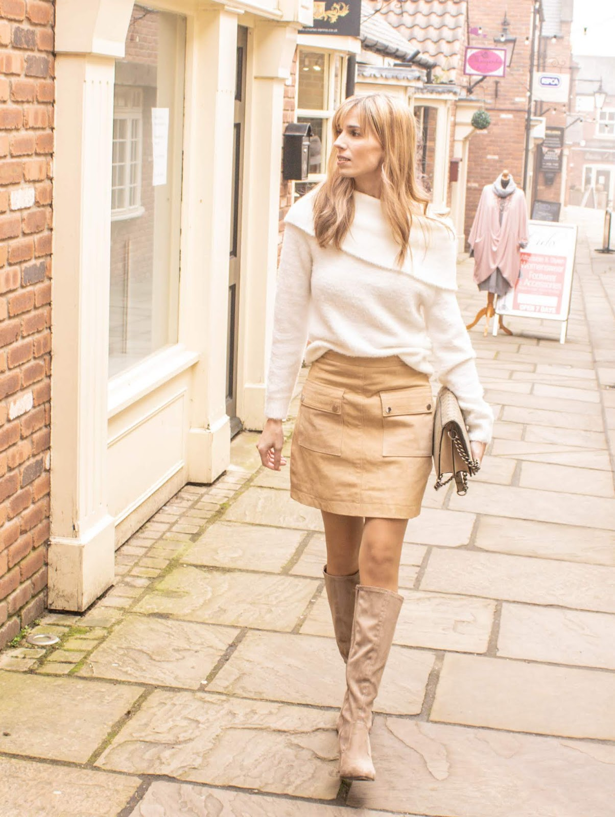 Outfit with off the shoulder jumper