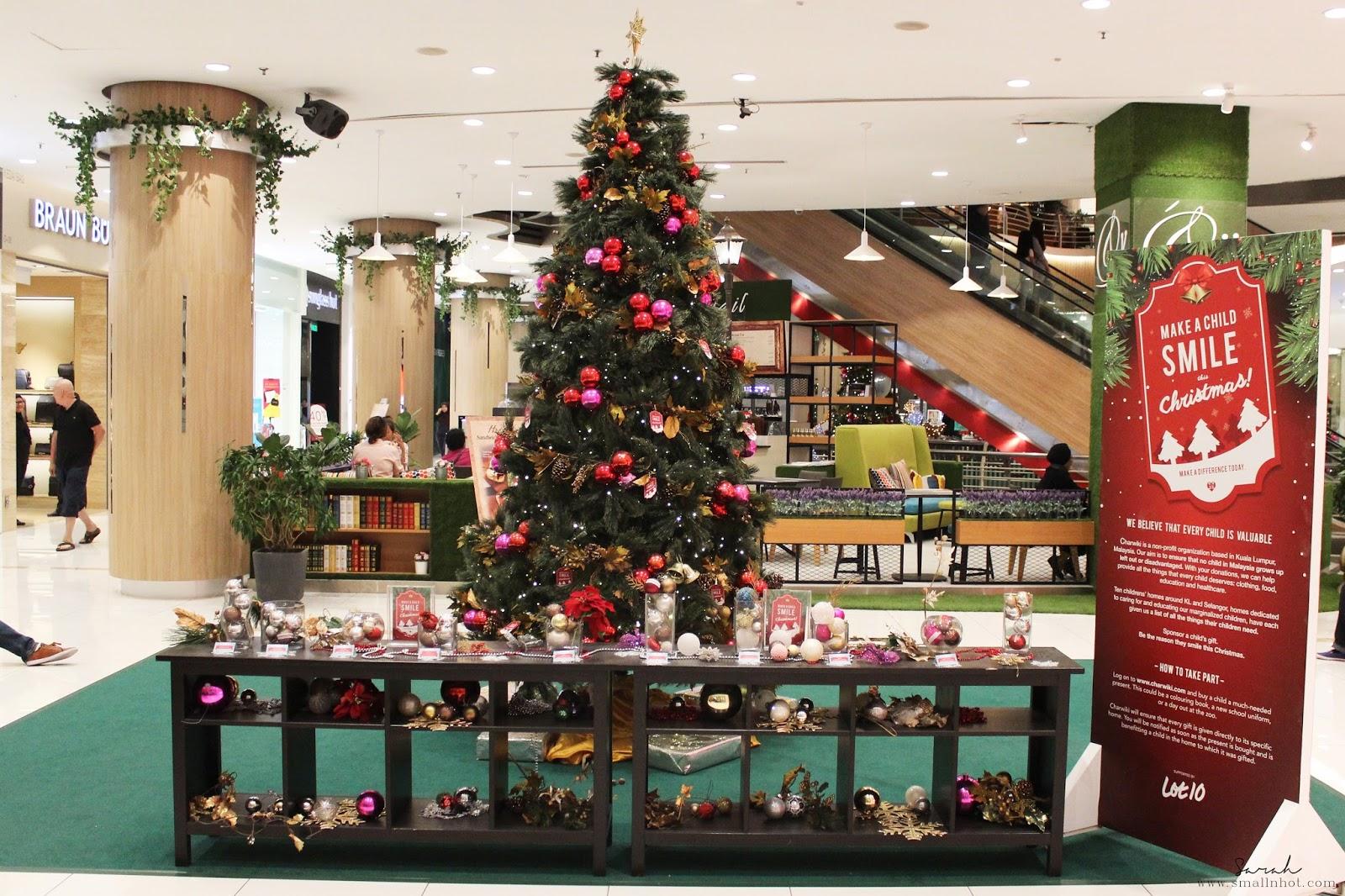 #A32D28 December 2016 Small N Hot: Malaysia & Singapore Fashion  5363 decorations de noel centre commercial 1600x1066 px @ aertt.com