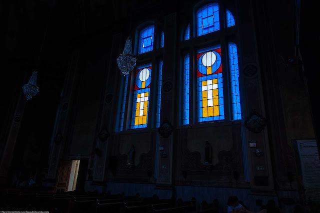 Igreja Imaculado Coração de Maria - interior - um vitral lateral