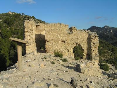 Beseit, Fortins de Cabrera, fortines de Ramón Cabrera , Beceite, ruinas, piedras
