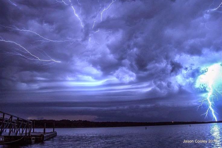 Shelf Cloud and lightning