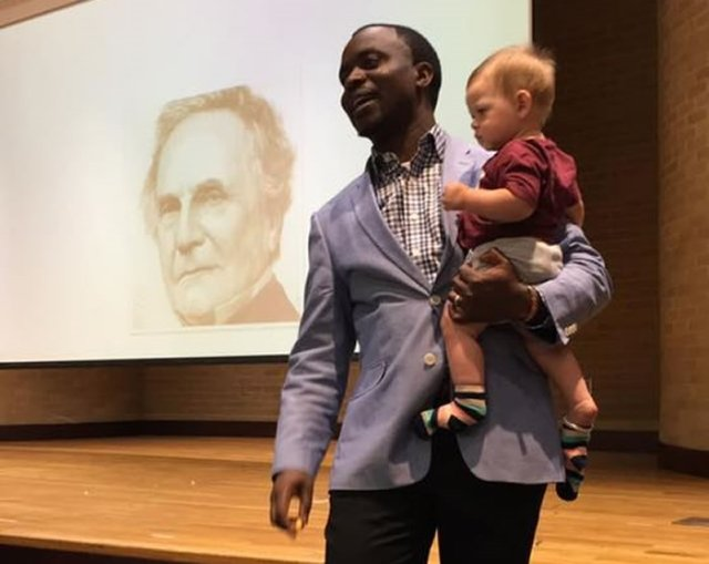Video: Professor gives lecture while holding student's infant