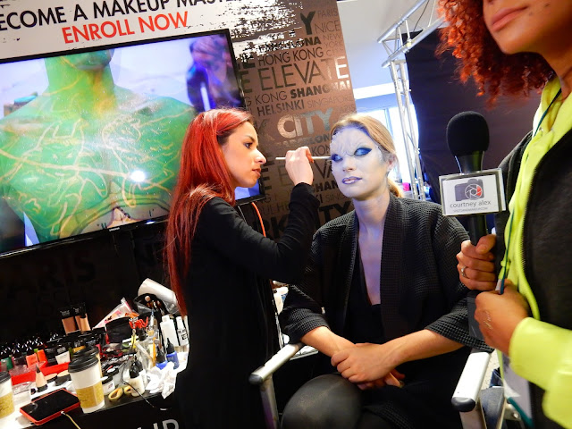 Faina doing body paint for MUFE at The Makeup Show L.A. 2017 - www.modenmakeup.com