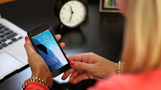 El secreto del éxito consiste en trabajar 130 horas semanales, según la consejera delegada de Yahoo