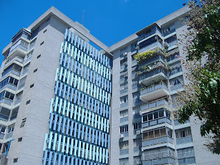 Desarrollo Red de Colaboraciones de Confianza con (compartimos trabajo y honorarios profesionales), lo importante es el cliente..GANAR GANAR GANAR:  - Colegas - Amigos Bancarios - Comerciantes - Pymes, Presidente, etc - Corredores Inmobiliarios - Franquicias Inmobiliarias  Milagros Fernández Asesor Inmobiliario Certificado Gerencia Inmobiliaria MFDINERO 0212.4223247/ 04123605721