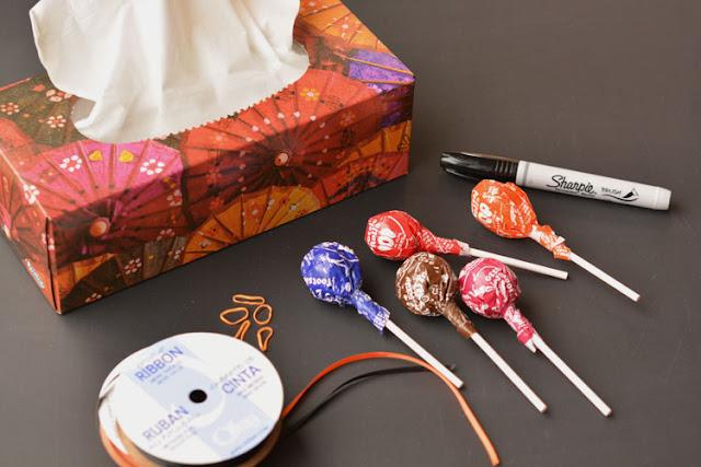 """глаза, для детей, конфеты, конфеты на Хэллоуин, копозиции конфетные, красивая упаковка конфет, Новый год, оригинальная упаковка, оформление конфет, подарки новогодние, подарки паздничные, подарки Рождественские, сладости для детских праздников, сюрприз из конфет, украшение на Хэллоуин, упаковка, упаковка конфет, упаковка на Хэллоуин, упаковка подарков, упаковка своими руками, упаковка сладостей, Хэллоуин, Привидение из """"Чупа-чупса"""" и салфетки http://handmade.parafraz.space/"""