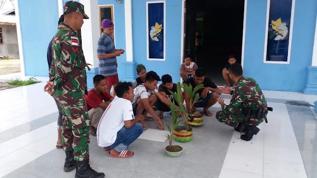 Satgas Yonif PR 328 Kostrad Beri Keterampilan Kepada Pemuda Karang Taruna Kampung Arso