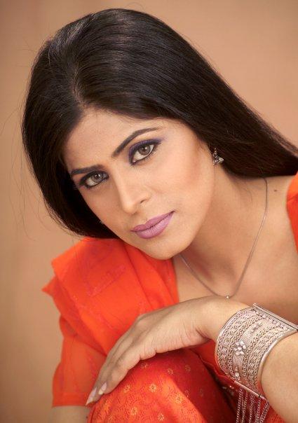 Mehndi Laga ke Rakhna Urwa Photography ~ Hindi Sms, Good
