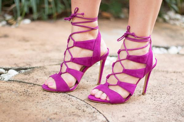 Fashion blogger in Steve Madden Sandalia sandals.
