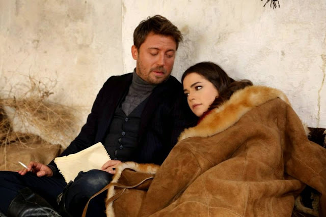 Legea Pamantului episodul 14 Rezumat. Familia Bozbey şi în special Kadir sunt puşi în faţa unei decizii foarte grele. Diyar a fost prinsă şi trebuie să fie pedepsită.