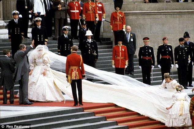 Woman In Life Wedding Dress Kate Middleton Vs Princess Diana