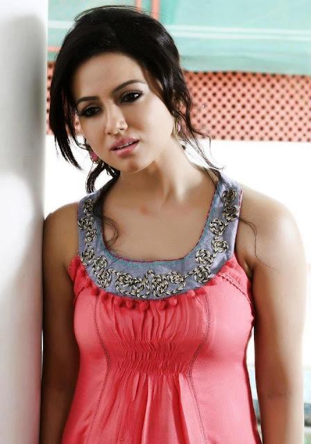 Sana-Khan-Beautiful-Image