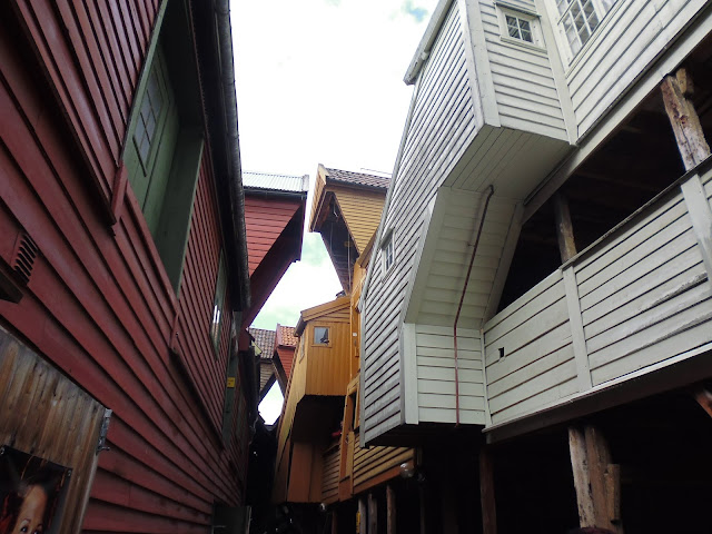 Por los callejones de Bryggen