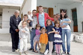Αποτέλεσμα εικόνας για υπερπολυτεκνες οικογενειες