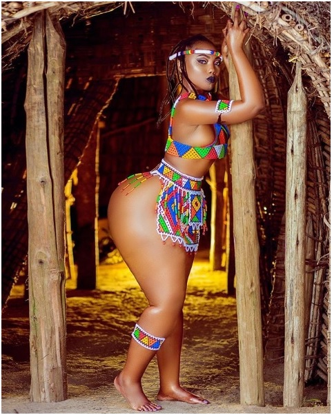 2 - I am carrying the whole of Africa and some parts of Middle-East, Tanzanian LADY brags and flaunts big buttocks.
