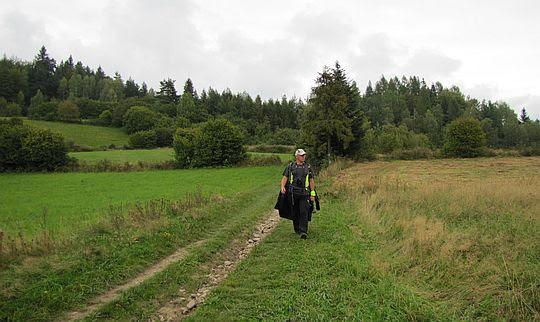Przez hale i łąki na przełęczy Drzyślawa (650 m n.p.m.).