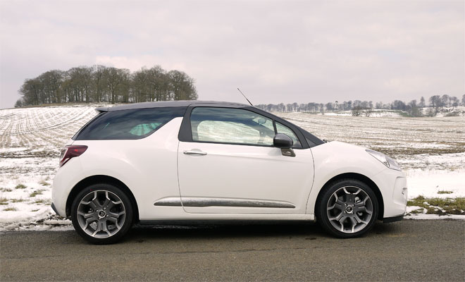 Citroen DS3 Cabrio side view