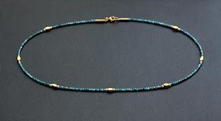 Perlenkette mit kleinen perlen