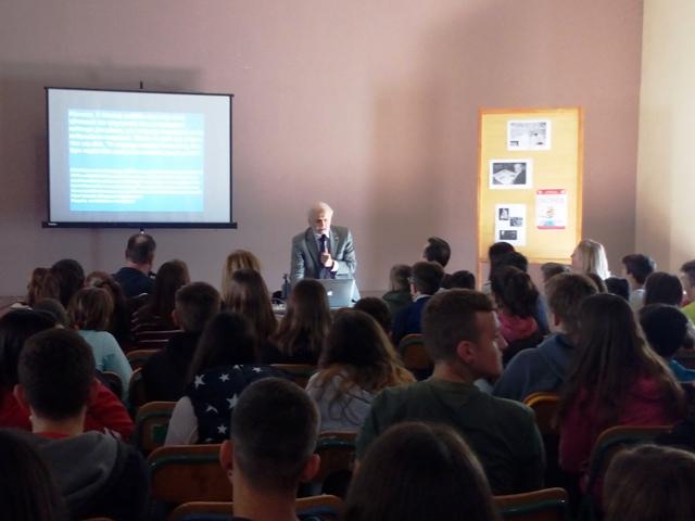 Μοναδική εμπειρία για τους μαθητές του 3ου Γυμνασίου Ηγουμενίτσας, η συνάντηση και η συζήτηση με τον Dr Γεώργιο Παξινό.