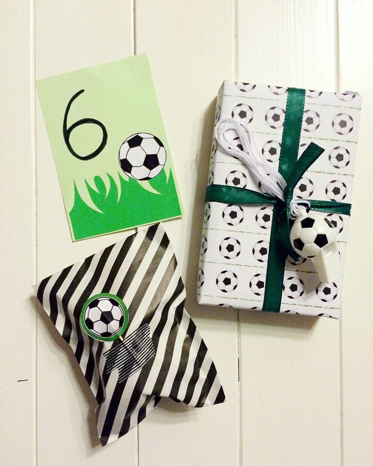 Fußballparty, Creadienstag, DIY, Geschenkidee, Geschenkverpackung, Fußball, Freebie Fußball, Fußballeinladung, Kindergeburtstag