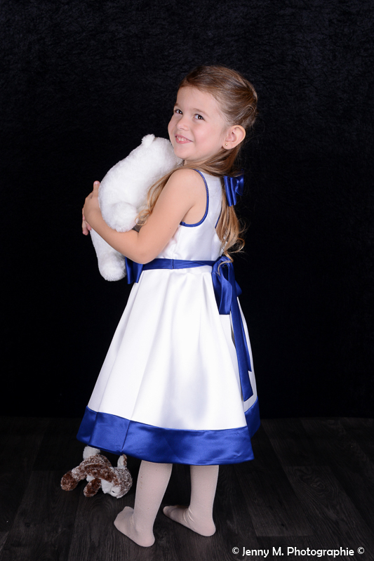 photo enfant fille studio avec doudou