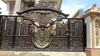 Model Pintu Gerbang Klasik Mewah dengan Motif Ornamen Besi Tempa Khusus Terbaru