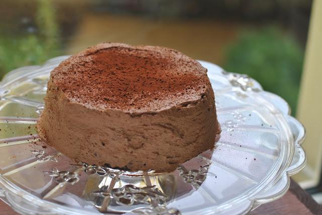 Chocolate Cheesecake mit Kakao bestäubt
