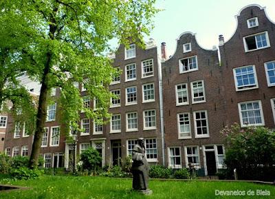 O que ver em Amsterdam - Begijnhof Jardim Secreto