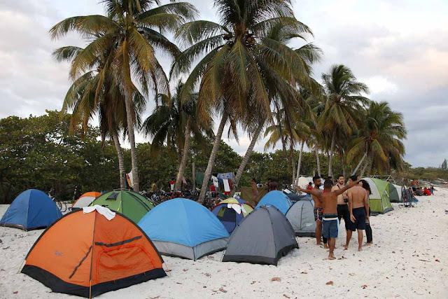 y esa noche dormimos en las arenas de Playa Girón donde los mercenarios fueron derrotados en 1961.