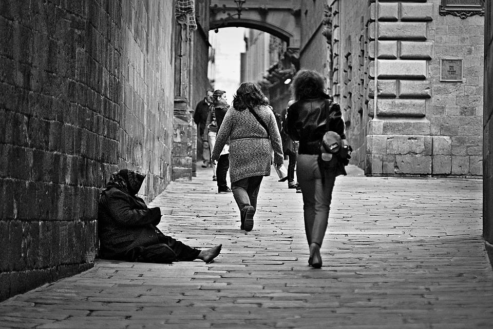 Bezrobocie i trudna sytuacja: pomoc państwa – jak ją uzyskać i na jakie powołać się przepisy