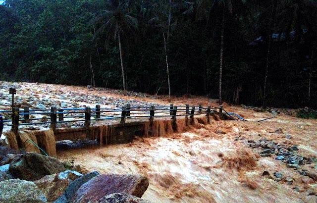 banjir-batu-waduk-tukul-arjosari