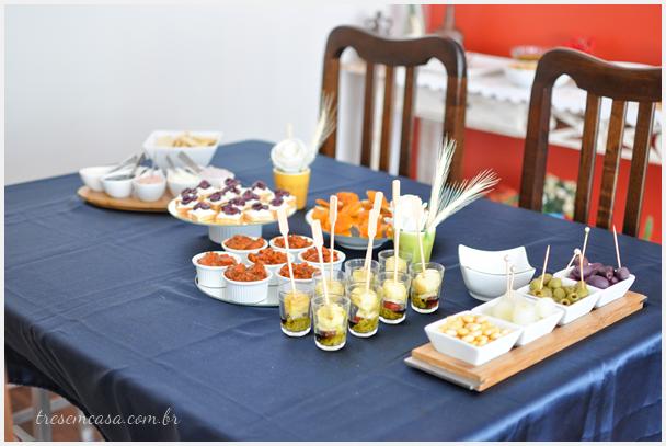 mesa aperitivos almoço