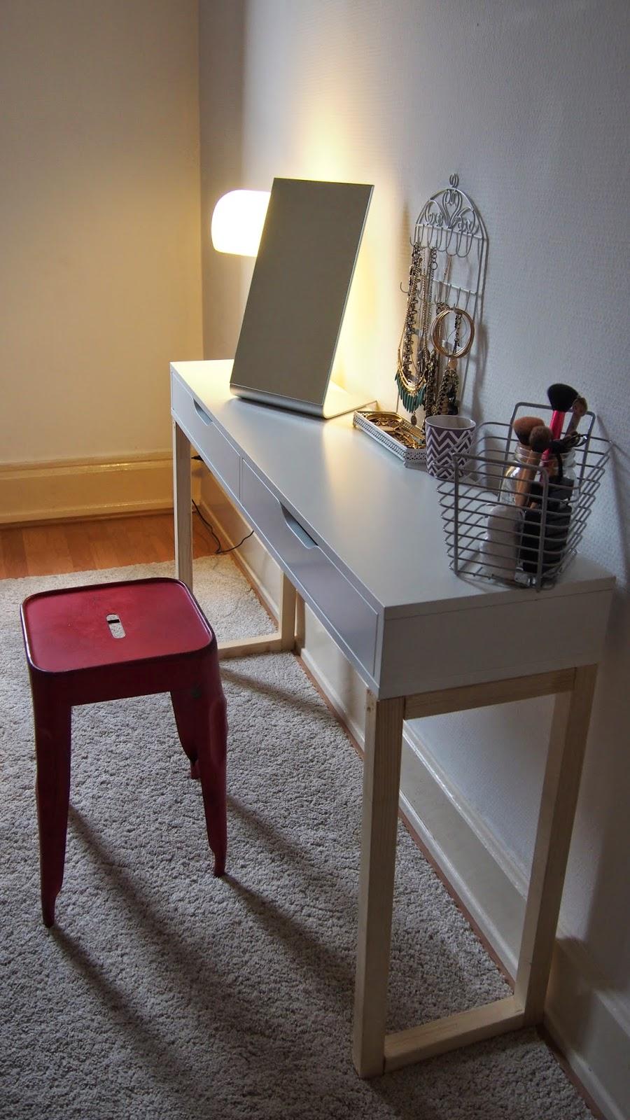 beauty and rose diy une coiffeuse unique. Black Bedroom Furniture Sets. Home Design Ideas
